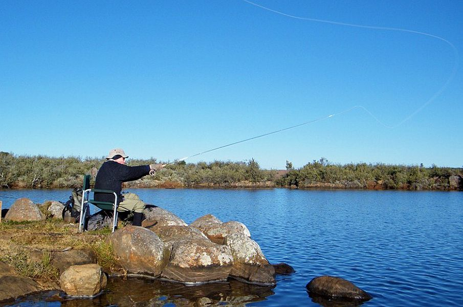 Ed_Herbst_using_his_new_Sage_ENS_on_the_high_altitude_trout_dam_above_Somerset_East
