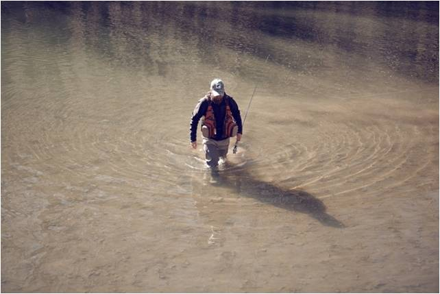 Rhodes_fly_fishing_in_winter_wading